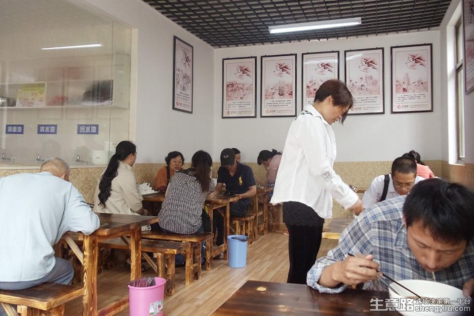 面尊金鼎轩锅盖面面馆加盟店实拍