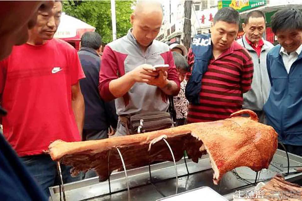 脆皮烤猪小吃加盟店实拍