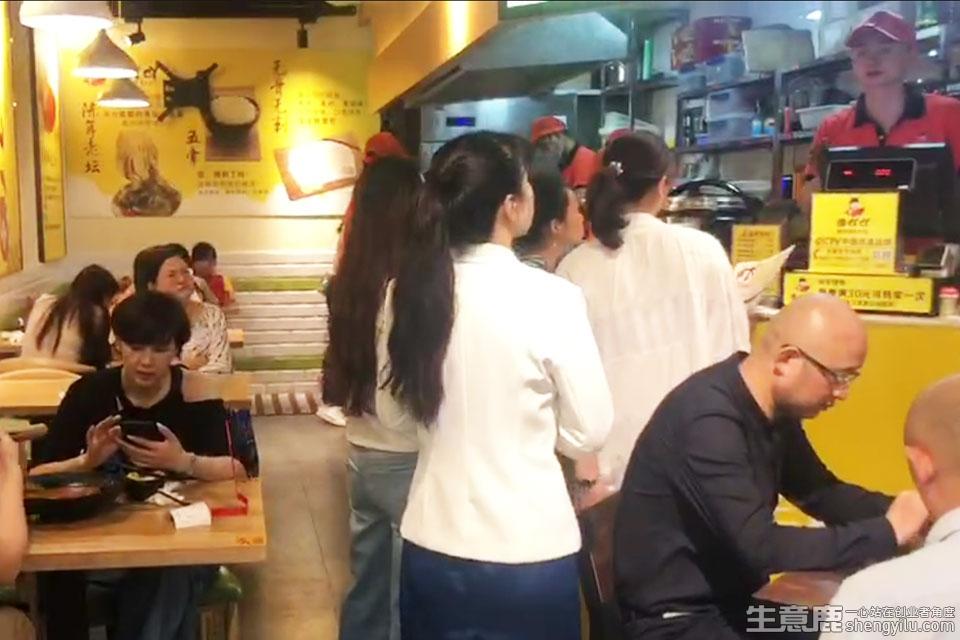 鱼吖吖酸菜鱼米饭加盟店实拍