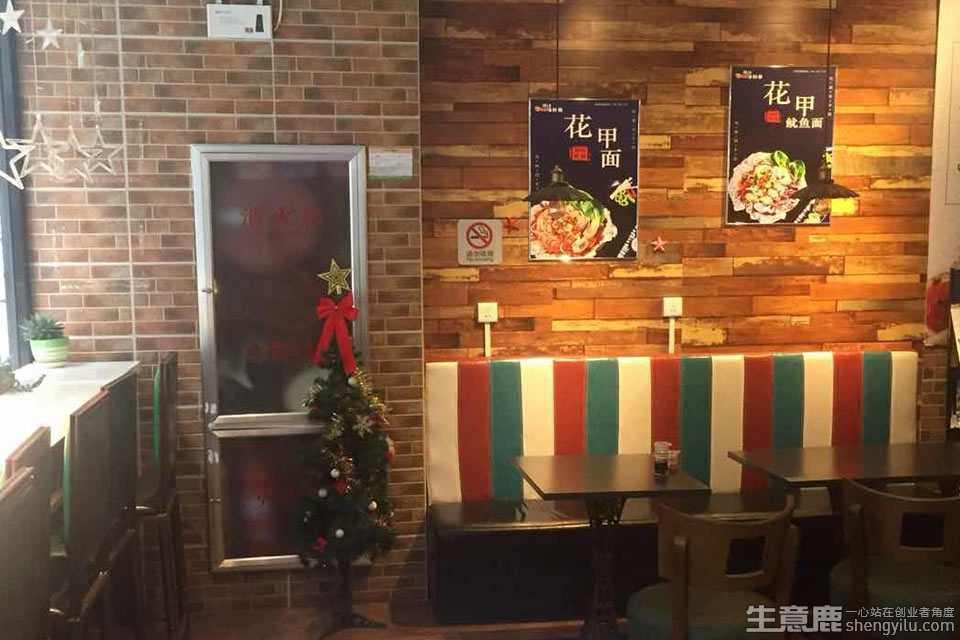 辣小贝捞汁海鲜面加盟店实拍